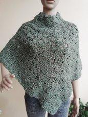 Poncho in lana merino verde salvia