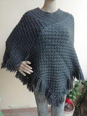 Poncho in lana grigia