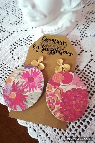 """orecchini pendenti collezione """"cartamuri"""" con perni a lobo in zama colore oro  a forma di fiore"""
