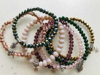 Braccialetti con cristallini colorati, oro, verde giada, rosa, prugna.