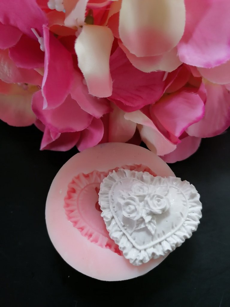 Stampo cuore ricamato con rose in gomma siliconica professionale