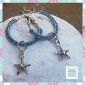 Orecchini a cerchio all'uncinetto con ciondolini stella marina