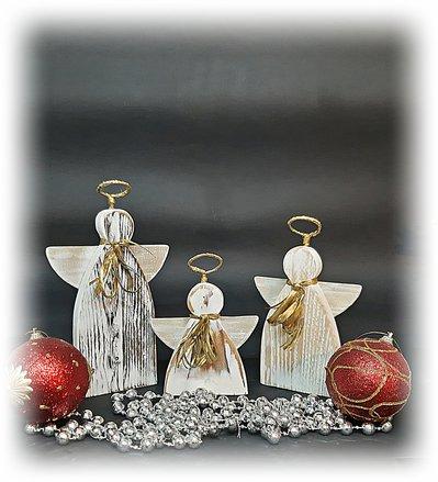 Decorazione natalizia, tre angeli custodi in legno riciclato