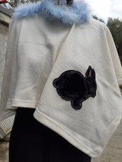 Poncho con coniglio