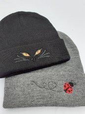 Cappelli semplici ricamati