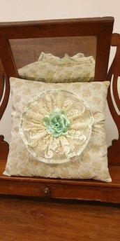 Cuscino arredo in broccato fantasia fiori gialli
