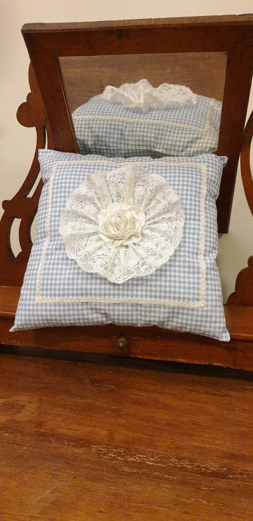 Cuscino arredo in cotone a quadretti bianco/celeste