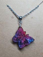 Collana con ciondolo farfalla in resina