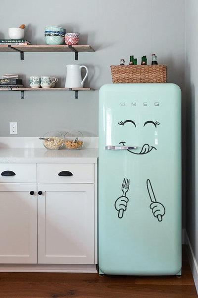 Adesivo faccina sorridente con posate per frigorifero