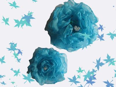 Fiore in organza turchese