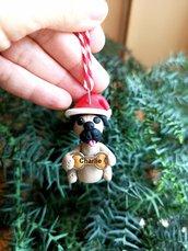 Decorazione natalizia personalizzata con cane carlino con il nome sull'osso, addobbi per albero di natale con cane carlino