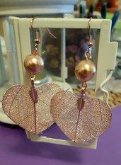 Orecchini pendenti handmade con foglie naturali placcate