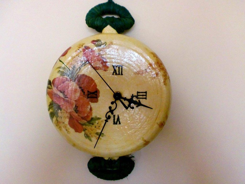 Orologio pentola con papaveri