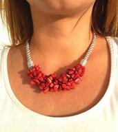 Collana di corallo rosso. Corallo bambù. Girocollo pietre naturali stile etnico