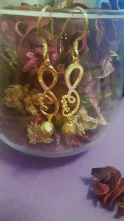 Orecchini handmade dorati con simbolo infinito