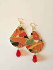 Orecchini di carta pendenti con immagine giapponese e perlina rossa
