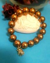 Braccialetto elastico color bronzo con charm