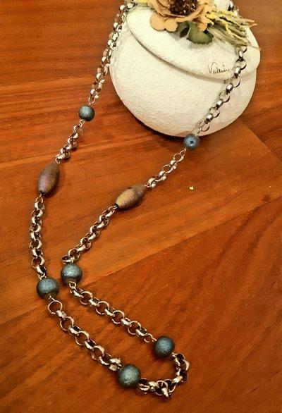 Collana in acciaio con perle cangianti
