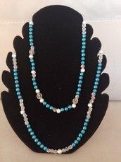 Collana  realizzata con perleazzureperle e perline bianche trasparenti e perle  di argentate puntinate