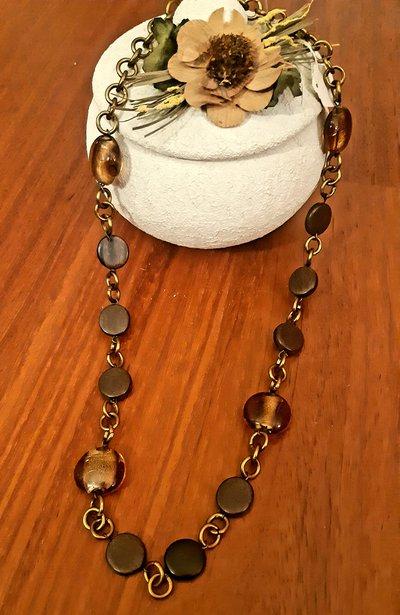 Collana handmade color bronzo con perle di vetro e legno