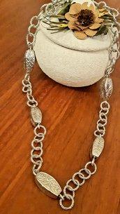Collana handmade argentata con perle in stile tibetano