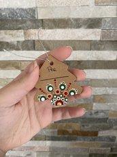 Biglietto d'auguri di cartoncino a forma di alberello con mandala a puntini
