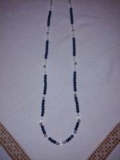 Collana  realizzata con perle verdi alternate da perle bianche trasparenti e perle argentate