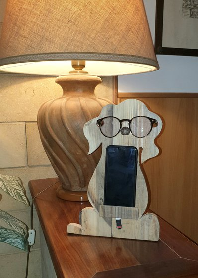 Supporto per cellulare ed occhiali in legno riciclato