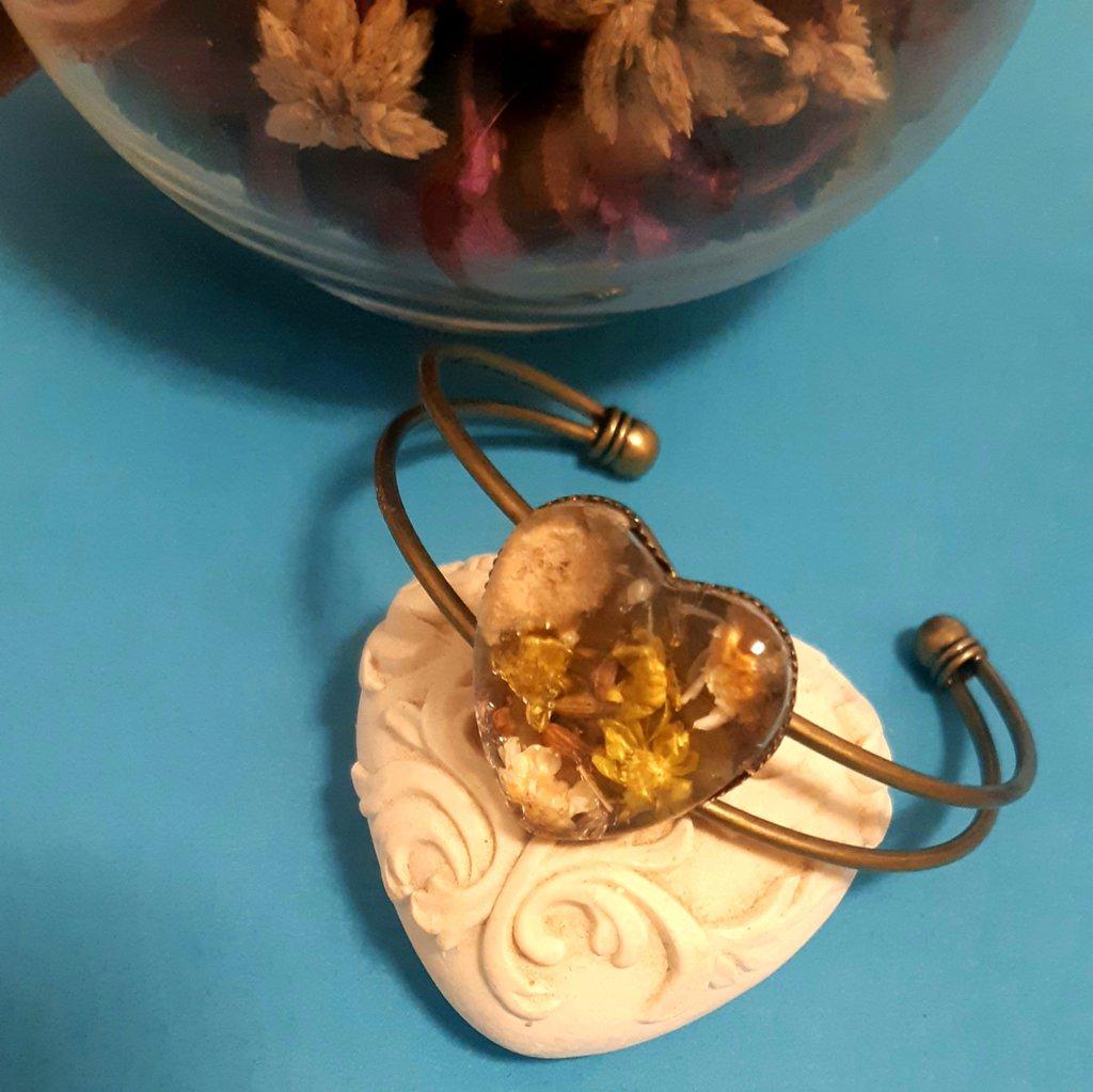 Braccialetto handmade in ottone con fiori secchi