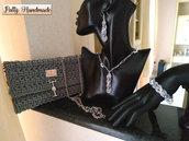 Set pochette donna grigia con gioielli tessili abbinati