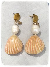 Orecchini conchiglia e perle. Pendenti a forma di conchiglia