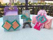 Orecchini geometrici colorati con nappina