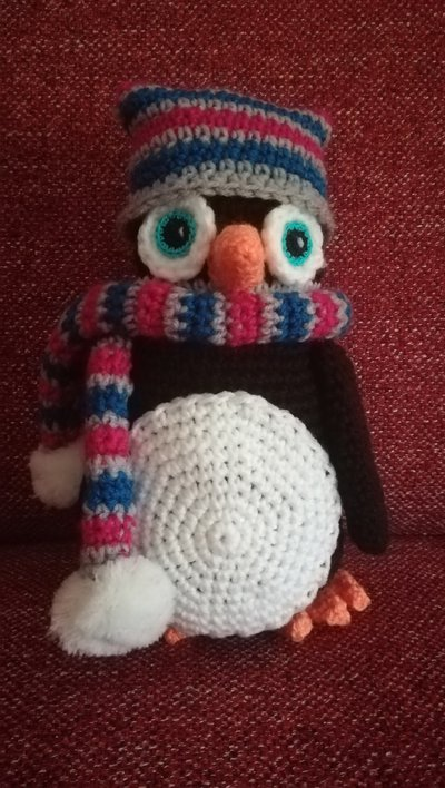 Pinguino amigurumi freddoloso