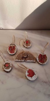 Dischi di legno decorati