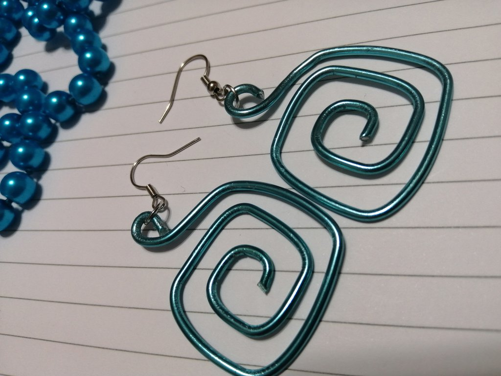 Orecchini wire azzurri