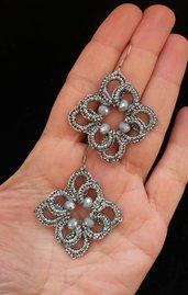 Orecchini ankars al chiacchierino color argento con cristalli grigi
