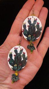 Orecchini in legno Cactus con fiore al chiacchierino