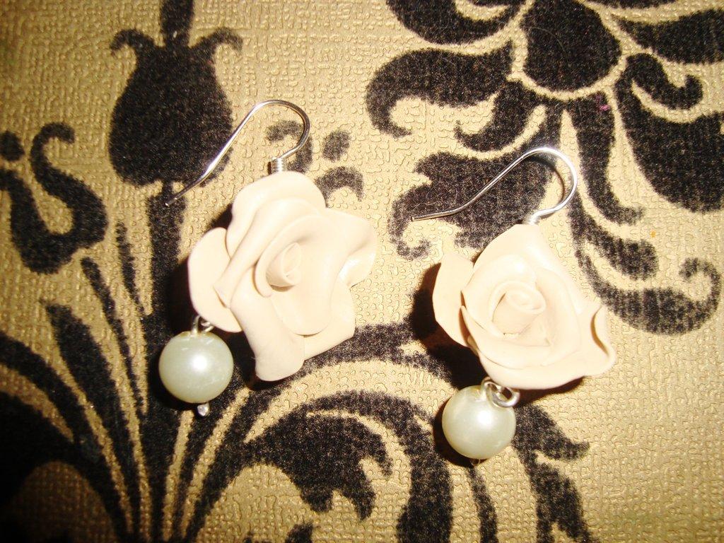 Orecchini rosa e perla in fimo