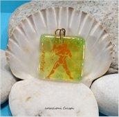 Ciondolo in vetro fusione, simbolo zodiacale acquario
