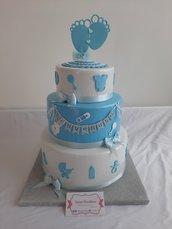 Scenografica  nasita torta confettata