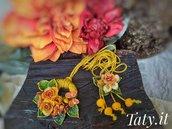 Collana scorrevole composizione floreale gialla e arancione, modellata e dipinta a mano