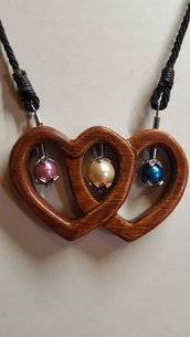 Ciondolo doppio cuore forato in legno