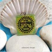 Ciondolo in vetro fusione, simbolo Sole Azteco