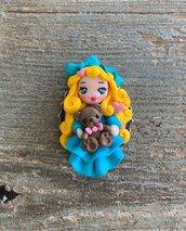 Bambolina in fimo con orsetto, collana con ciondolo.