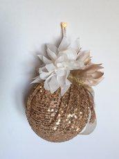 Palla di Natale con paillettes oro e fiori in seta, decorazione natalizia, addobbi di natale