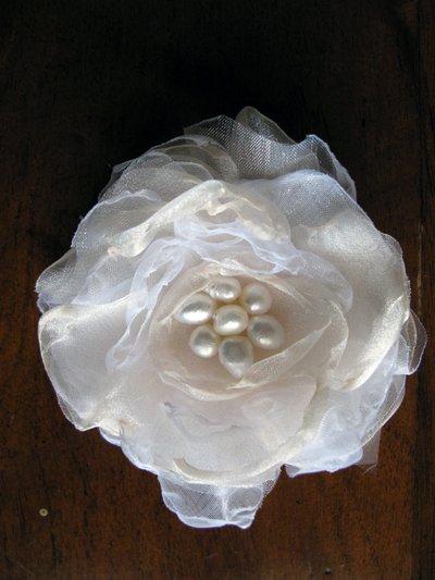Fiore bianco in organza