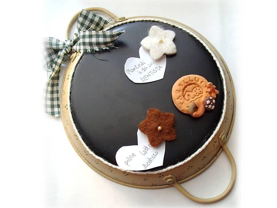 Padella lavagna magnetica country per la casa e per te decorare su misshobby - Lavagna magnetica per cucina ...
