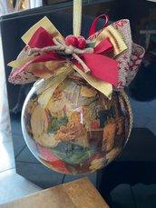 Palla di natale decorata con decoupage.