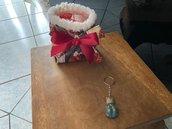 Sacchettino natalizio realizzato a mano con un portachiavi in fimo