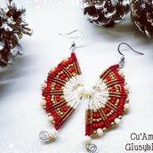 Orecchini in tessitura di micromacramè in filo rosso e bianco